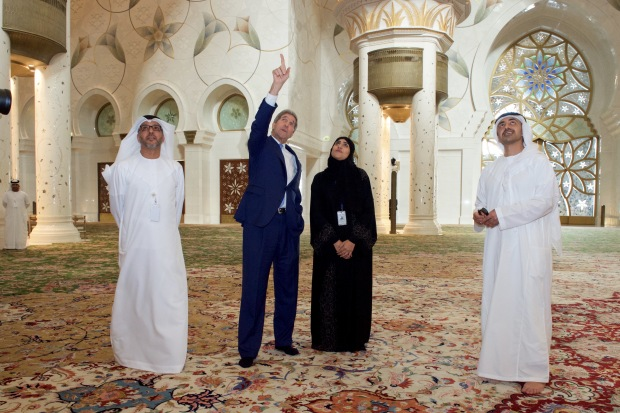 Secretary_Kerry_Tours_the_Sheikh_Zayed_Grand_Mosque_in_Abu_Dhabi_(23218850216)
