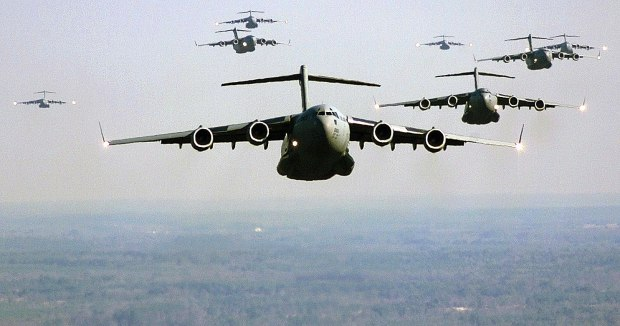 US_Air_Force_C-17_Globemaster_III_formation