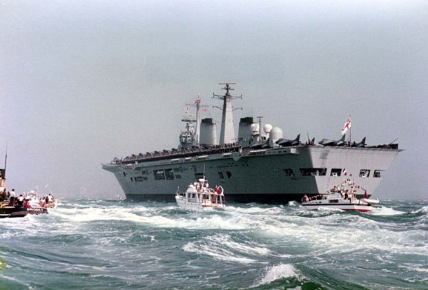 Invincible_returns_to_the_Solent