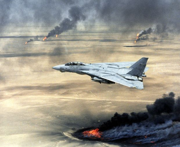 734px-us_navy_f-14a_tomcat_flying_over_burning_kuwaiti_oil_wells_during_operation_desert_storm